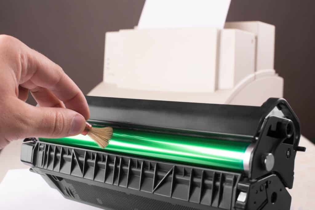 limpiar el tambor del toner de impresora