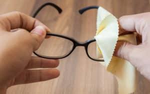 Trucos para limpiar tus gafas