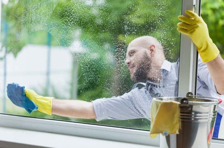 Como limpiar los cristales de las ventanas por fuera dias nublados